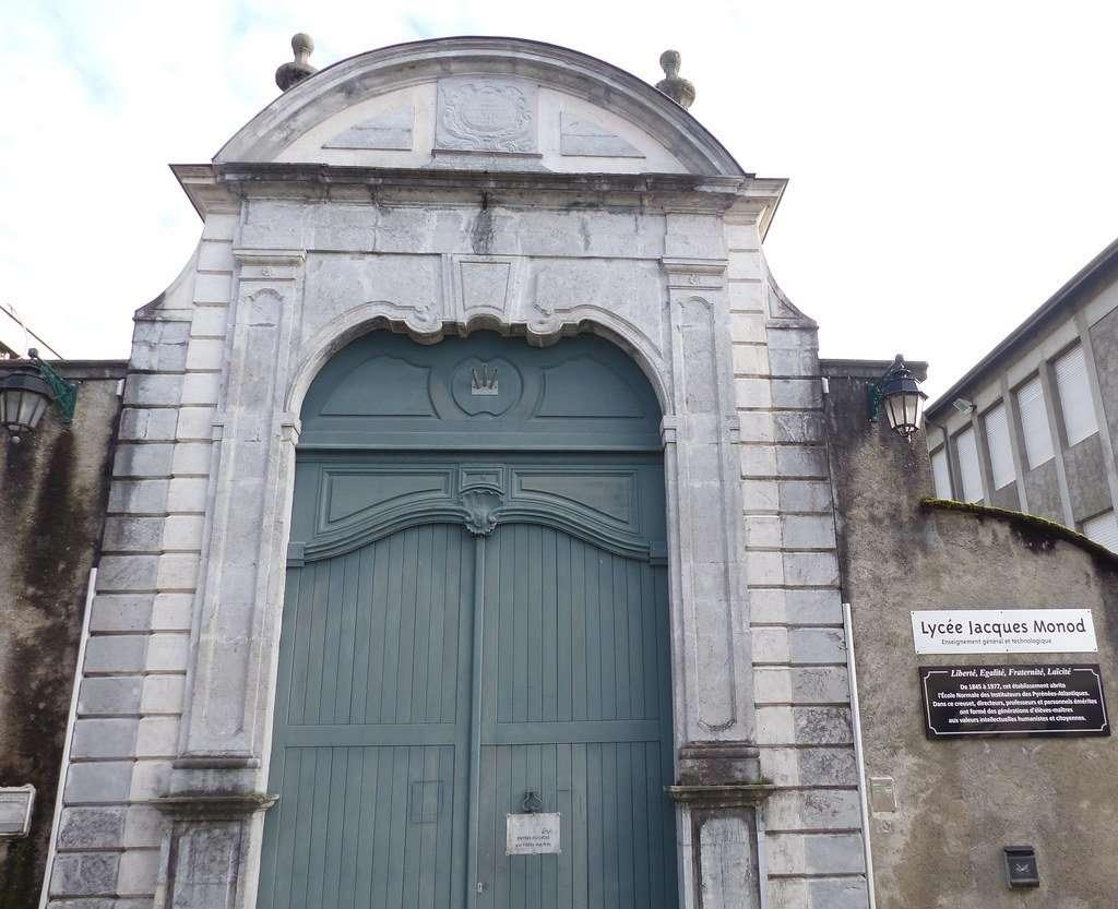 Lycée Jacques Monod - Porche